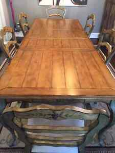 """Hooker """" Garden Terrace"""" Dining Room Table & Chairs"""