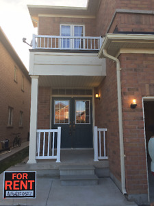 Semi-Detached Home for RENT 3 bedroom with 2.5 bathrooms