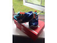 Boys trainers size 3.5 Nike roshe