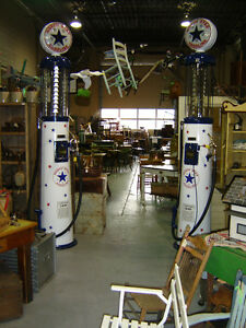 GAS PUMPS, OIL CANS, SIGNS AND AUTOMOBILLIA