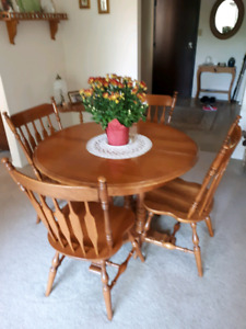 Roxton Maple Table And Chairs Dinning Set