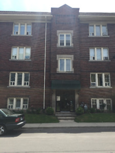 BEAUTIFUL 2 BEDROOM APARTMENT IN HAMILTON!!!