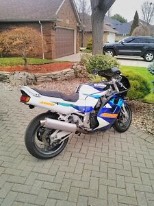 SUZUKI GSXR1100 1995 WITH V&H FULL EXHAUST AND RACING TIRES