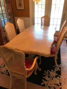 Dining Room Table/chairs/buffet  from Broyhill Signature Series
