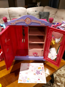 Build-A-Bear Armoire/Fashion Case