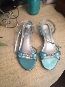 Gorgeous Aqua pool blue shoes !