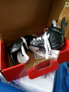 Brand new skates and DC boys jacket size 10