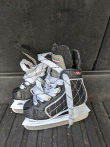 Skates - Youth - Size 8