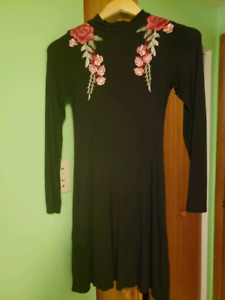 Dress with flower appliques. Size 4.