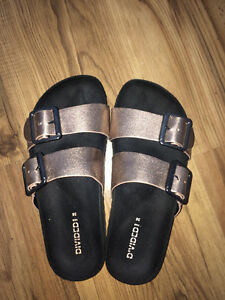 ROSE GOLD SANDALS SIZE 6 (10/10 CON)