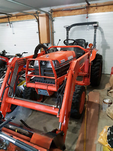 Kubota B2910 loader tractor