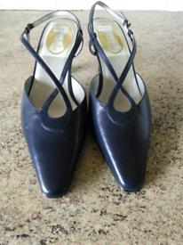 2 X 5.5 ladies shoes