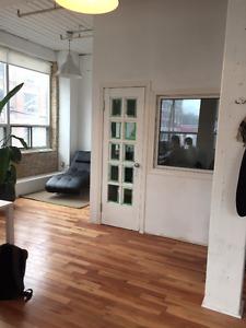 $500 / 400ft2 - Beautiful, Office Space @ Dundas and Spadina