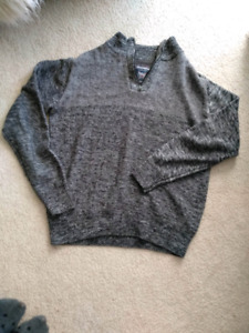 New mens sweater size M