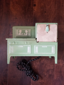 Vintage 1930s Electric Toy Stove