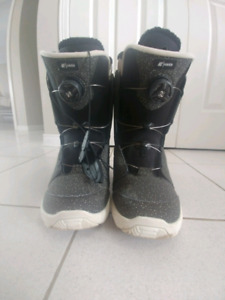 Woman's K2 Snowboarding boots size 9