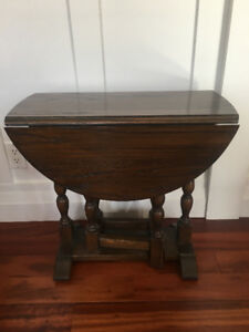 REDUCED TO SELL SMALL SOLID OAK TABLE