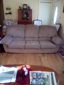 Couch/ 2 Chairs And Ottoman