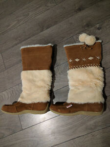 Brand new Softmoc size 6 boots
