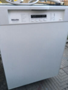 Dishwasher Built in Dishwasher. Very Good Condition