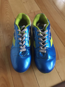 Boys - size 4 - Diadora cleats