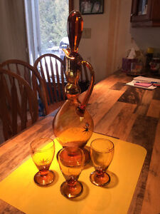 Glass wine vase with sipping glasses Peterborough Peterborough Area image 1