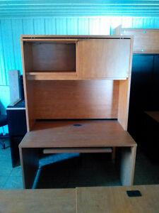 Bureau avec armoir de rangement