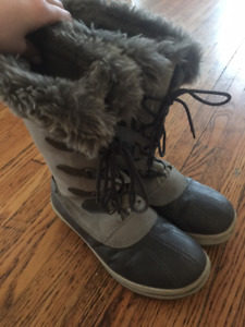 Rugged Outback Women's Grey Leather Snow Boots (Size 9)