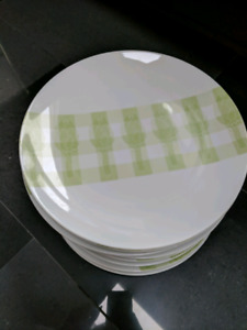 Brand NEW 12 white plate set Excellent Quality