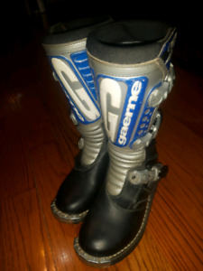youth size 4 dirt bike boots