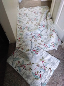 Twin Christmas quilt and pillow sham