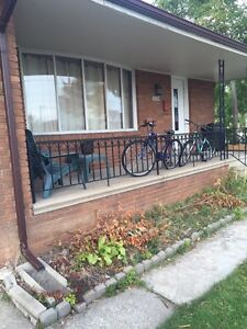 House for rent 5 min walk to university of windsor