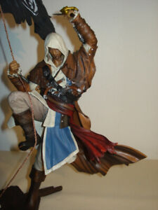 "Figurine "" ASSASIN'S "" - CREED IV - BLACK FLAG + boîte + livre"