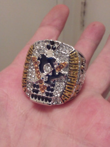 LARGE HEAVY PITTSBURGH PENGUINS STANLEY CUP CHAMPIONSHIP RING.