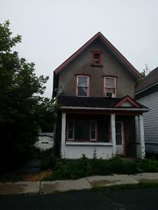 Central town duplex apartment $1270 heat water  hydro included
