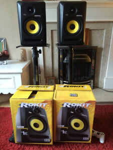 Pair of rokit 5 speakers