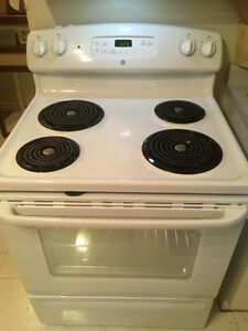 GE Stove 5.0 cu. ft. Electric Self-Cleaning White - Like new  We