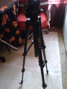 vivitar camera tripod