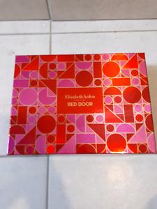 Brand new Elizabeth Arden Red Door perfume gift set
