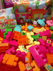 60 Pieces Mega Blocks Dora and Boots Building Playset EUC