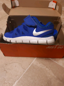 Toddler Nike Sneakers Size 6