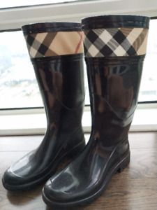 Burberry Rain boots like new for $200
