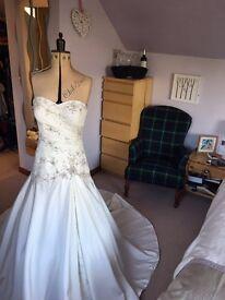 Wedding dress Justin Alexander. Size 12
