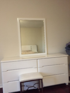 MUST SEE!!: BEDROOM SET IN EXCELLENT CONDITION