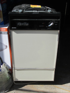 "18"" Kenmore built-in dishwasher."