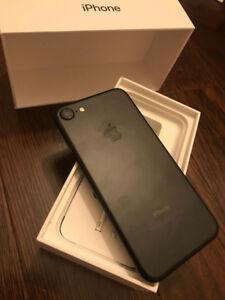 Iphone 7 Unlocked (1 year used)