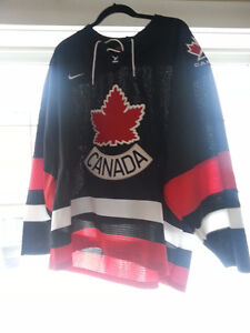 "Extra Large ""Canada"" Hockey Jersey- never worn"