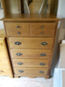 Maple 5 drawer  dresser 2 matching night tables SUSSEX NB