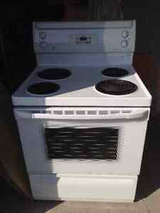 White GE Stove - Very Clean