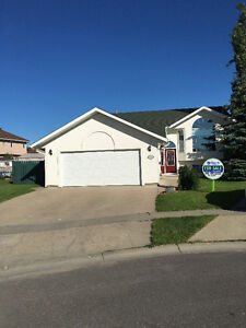 26 Telfer Bay, Prince Albert Beautiful, 6 bdrm Bi-level!